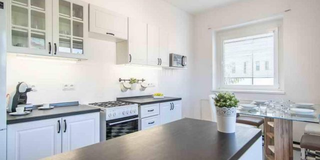 PRONAJATO: Byt 2+1, 78 m2, P6 – Hanspaulka, 16 000 Kč